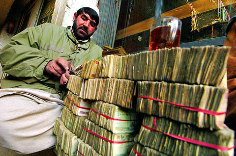 An Afghan money changer near Yaadgar Chowk in Peshawar. (Photo credit: AFP, 2008)