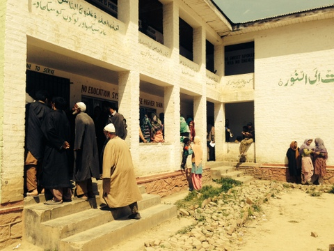 Women and elders hesitantly join the polling in Budgam